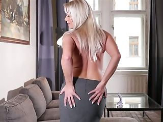 Mouth Watering Mummy Kathy Anderson Is Faux-cock Fucking Her Pink Crevice