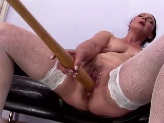 Booty Matures Mom Piss And Plays With Special Plaything