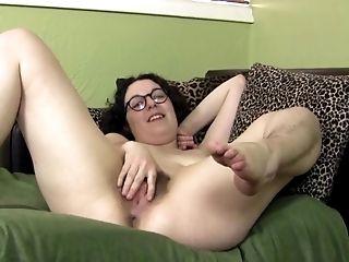 Tamar Debutante Juive - Poilue Hairy Jewish Gal
