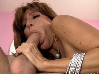 Mummy Tara Holiday Spreading And Having Her Poon Penetrated Deep