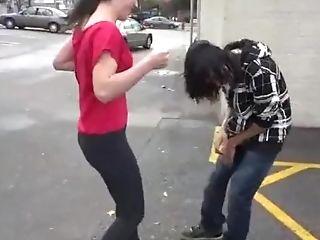 Punching Balls - Su Amiga Se Divierte Pateandole Los Testículos
