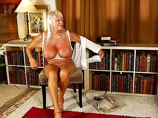 Chesty Matures Unexperienced Granny Mandi Exposes Her Meaty Tits