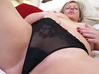 Big-chested First-timer Matures Mummy Louise Masturbates With A Humungous Gear