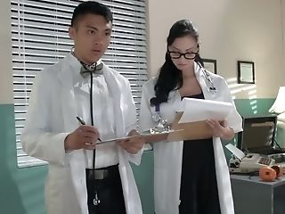 Dr. Johnny Sins And Students Investigate Female Sexiness With Ryder Skye