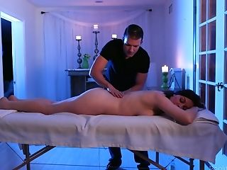 Not Rubdown Is Needed As Sovereign Syre Is Anxious To Rail Dick On Top
