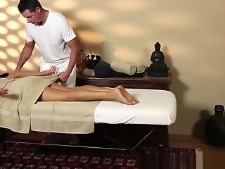 Pussylicked Cougar Gets Fucked By Masseuse