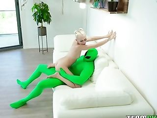 Svelte Pallid Bitch Chloe Temple Provides Alien With A Solid Oral Job