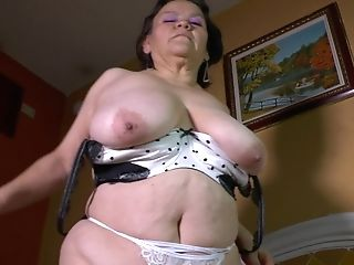 Inexperienced Matures Dark Haired Brief Haired Cougar Gloria C. Exposes Her  Coochie