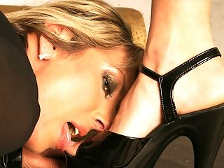 Hot Teeny Mistress Handballing A Matures Mega-slut