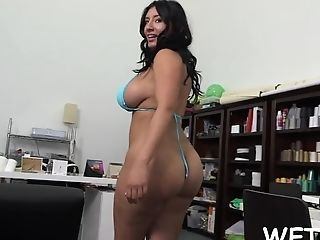 Aaliyah grey shakes that ass on a raw cock ebony