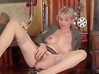 Brit Cougar Tramp Roxy Jane (aka Roxy Jay) Masturbates For Your Delight