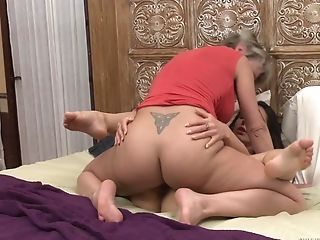 Matures Blonde Dee Williams Frigs And Licks Teenager Sapphic Milana