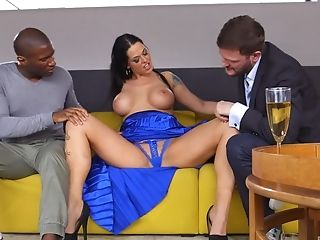Simony Diamond Gets Packed With Jizm In An Interracial Mmf Threesome