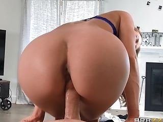 Cock Blowing Beauty Completes With Railing In Switch Sides