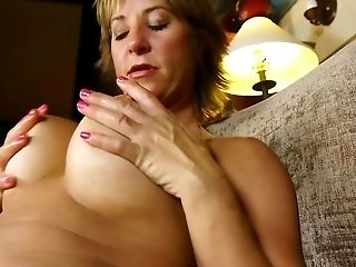 Hot Matures Mom With Big Cunt Lips