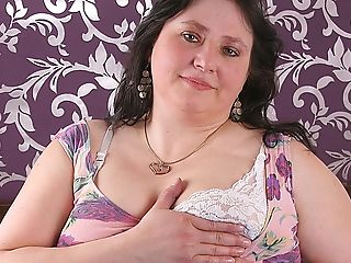 Big Matures Mega-bitch Playing With Her Hairy Snatch