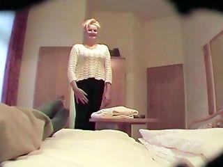 Die Sau Ornaniert Im Hotelzimmer!